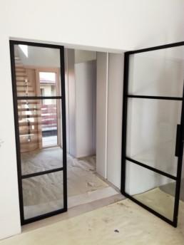 drzwi wykonane z profili stalowych, przeszklone