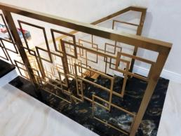 balustrada nowoczesna wewnętrzna złota w stylu art deco